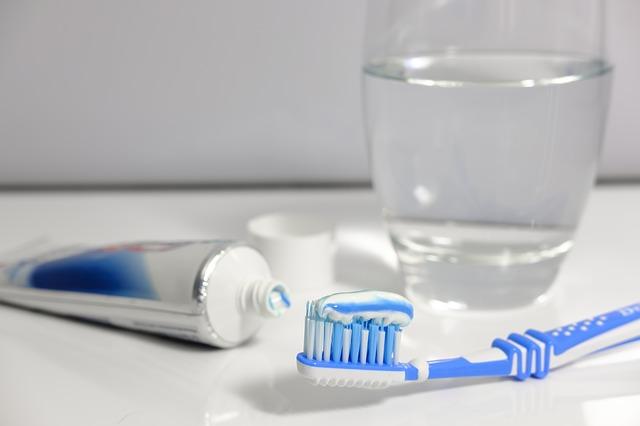 toothpaste-3067570_640